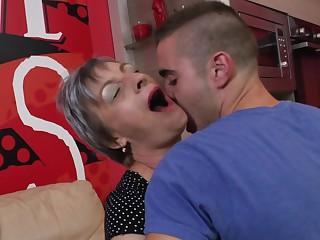 Unexpected haired mature amateur granny Jovanka S. sucks a stiff impede